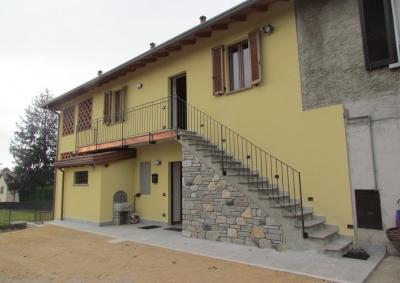 Casa in corte lombarda a Velate
