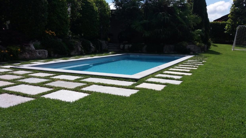 Piscina in villa a Induno Olona